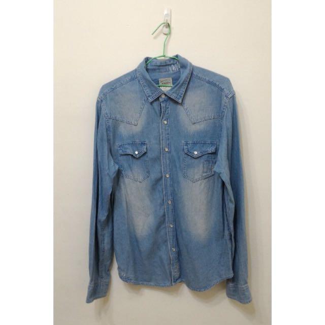淺藍牛仔襯衫