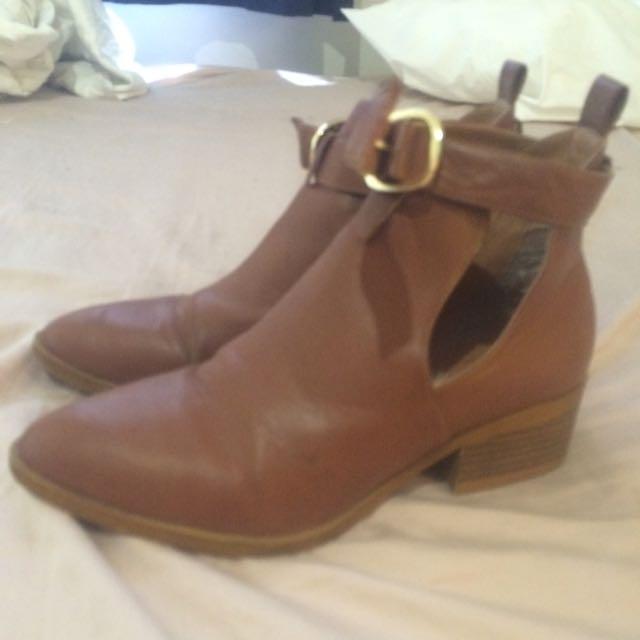 Lipstik Boots Size 6