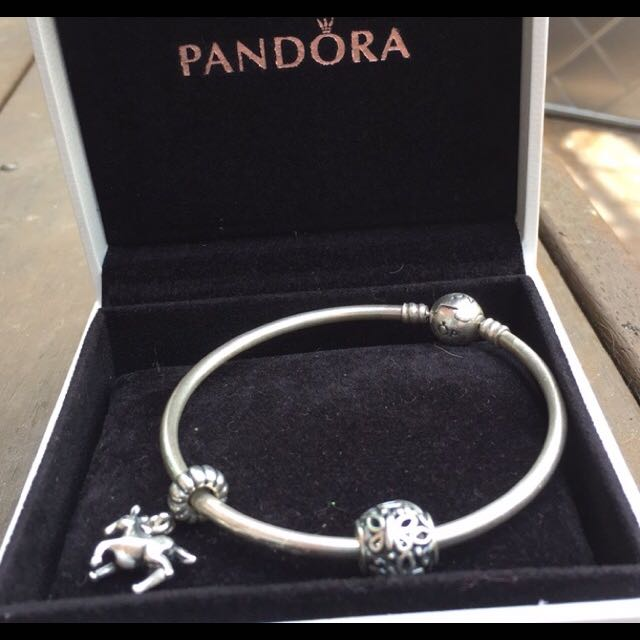 MAKE ME AN OFFER! BUTTERFLY CHARM AND BRACLET