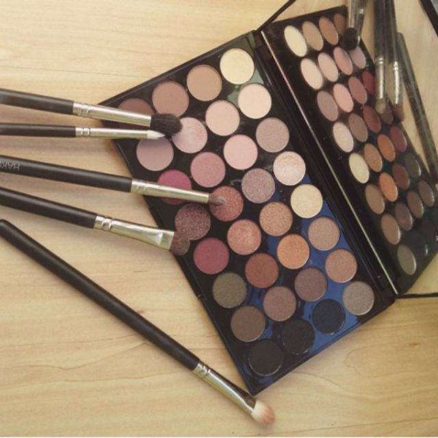 Makeup Revolution 32-Eyeshadow Palette Flawless
