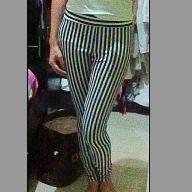 SALE 10% Monochrome Stripes Legging
