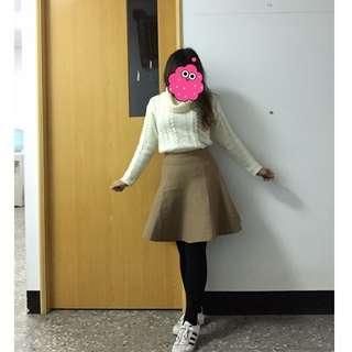全新 日貨專櫃Rirandture 秋冬款 厚彈性尼龍牛奶焦糖色膝上裙 含運