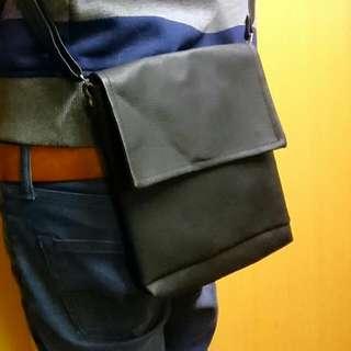 手工皮革 方包 側背 肩背 零錢包 全新  旅行必用 時尚百搭配件 素面黑色