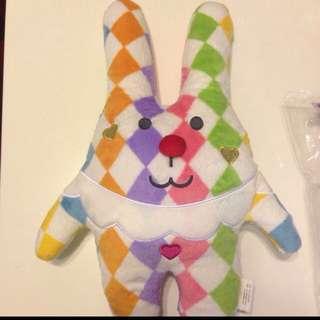 CRAFTHOLIC彩虹紅鼻子兔兔中型抱枕