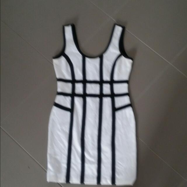 Black And White Dress  Size  L  Small Fit