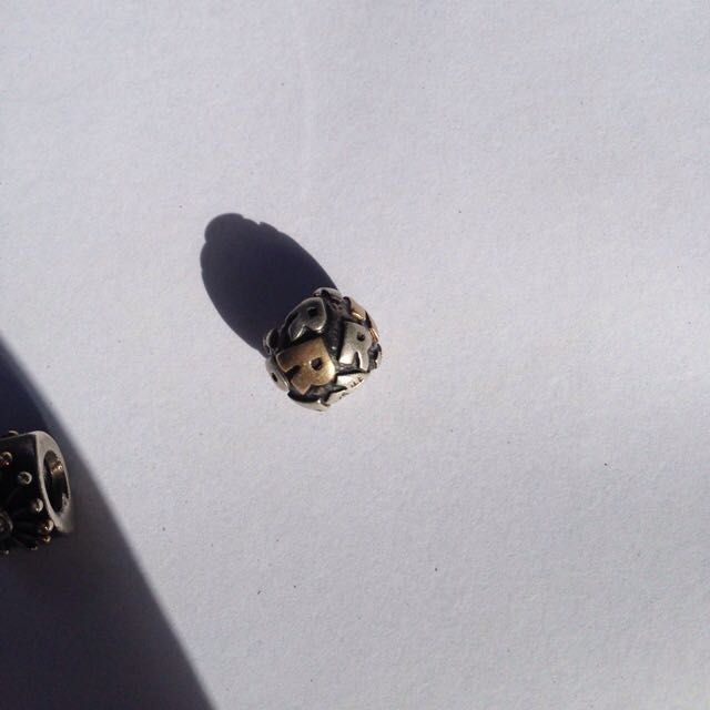 """AUTHENTIC PANDORA charm """"R"""" Silver And 14k Gold"""