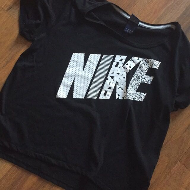 WOMENS NIKE SIZE 15 BRAND NEW CONDITION