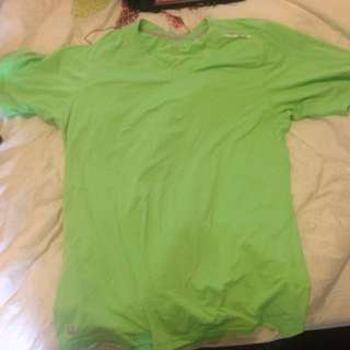 Medium 2XU Green shirt