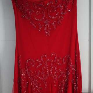 PRELOVED RED LONG DRESS  Merk Image Ukuran S LD up to 87, Panjang 130 Baru dipakai 2 kali di dalam ruangan, kondisi bagus Cocok untuk acara lamaran, tunangan, sister dress, pesta pernikahan, ulang tahun, sweet 17,  foto prewedding, dll