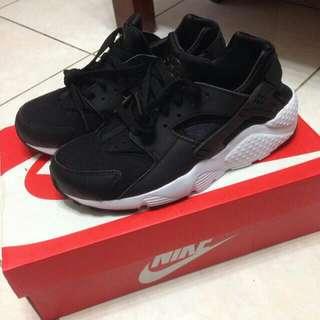 全新 Nike Air Huarache 黑白武士