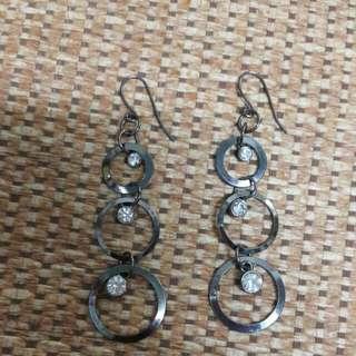 鏤空水鑽耳環