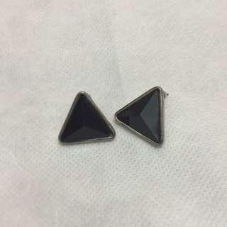 🚚 簡約黑寶石三角形耳環