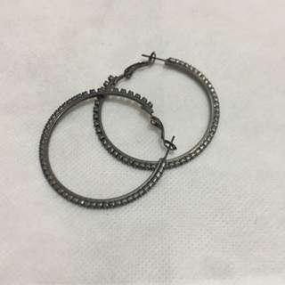🚚 帶鑽鐵灰色圈圈耳環