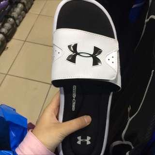 UA 拖鞋