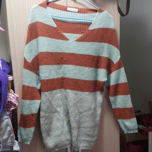 綠棕色條紋寬鬆毛衣