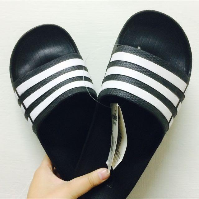adidas 拖鞋