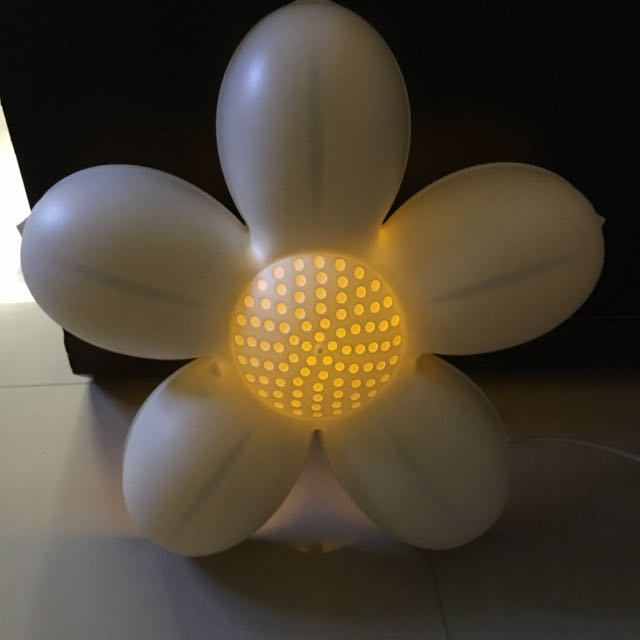 【IKEA】簡約白色花朵小夜燈