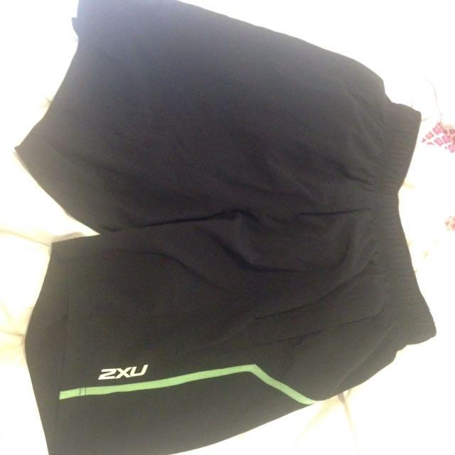 Mens medium 2XU Shorts