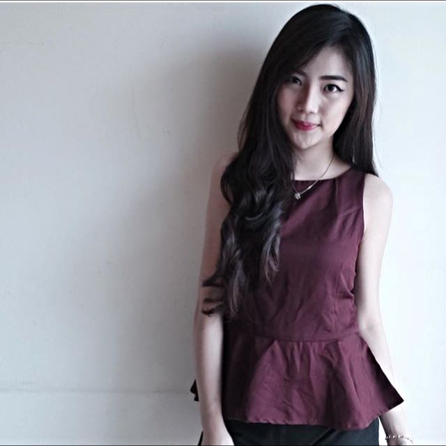 RED BLOOSSY TOP