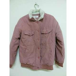 粉色羊羔翻領外套