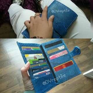 dompet kartu panjang warna biru