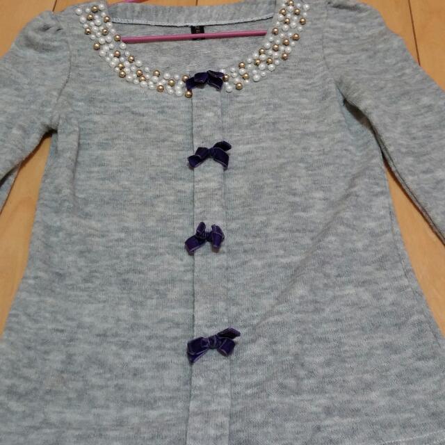 9成5新/灰色領口綴珠毛衣