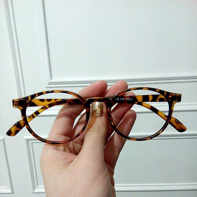 琥珀色鏡框眼鏡