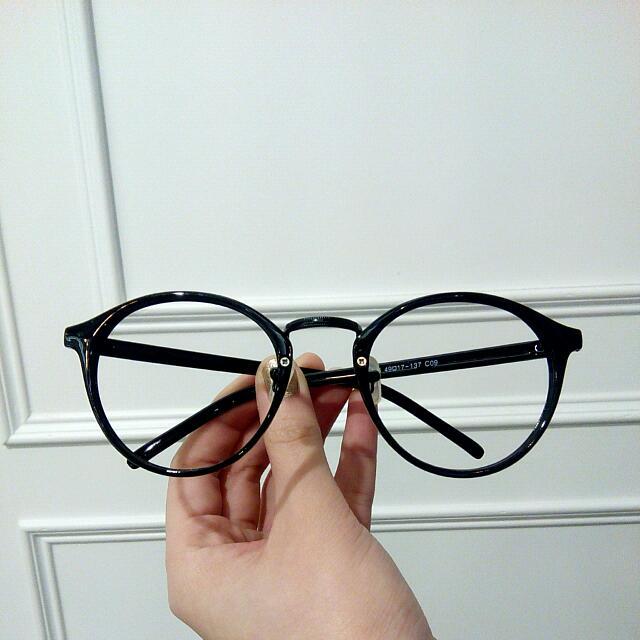 黑色鏡框復古眼鏡