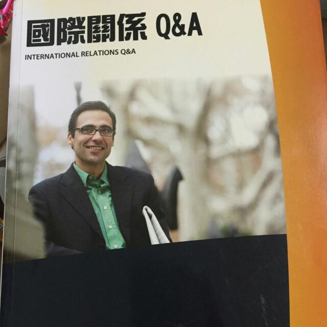 賣二手書 科技發展與人文---180元 國際關係Q&A---200元 (已售)網頁動感完美必修技(含CD)---280元