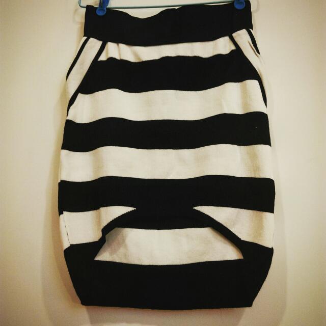 《 全新良品 》 針織包臀,合身短裙。