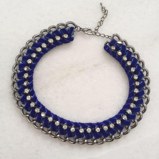 Velvet Twirl Necklace