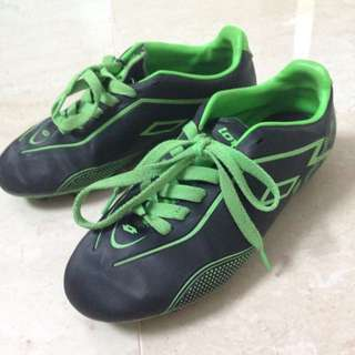 Secondhand Lotto Soccer Boots Size 4