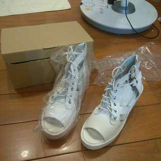 🆕🆕🆕全新MIT 白色厚底粗高跟涼鞋