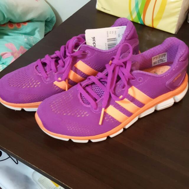 adidas. 慢跑鞋 全新 7號