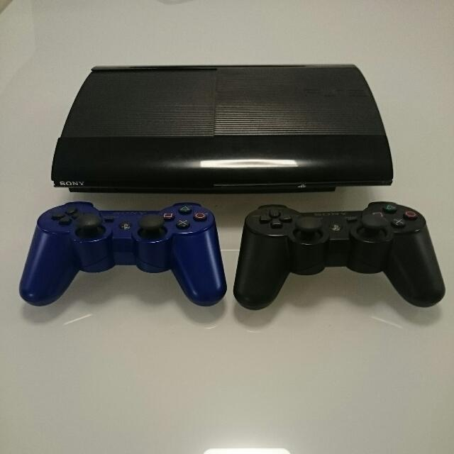 PS3 250Gb + 2 Controllers + 2 Games