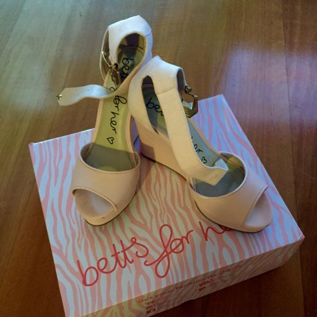 Size 7 . High Heels. Worn Once. 9.8% Brand New.