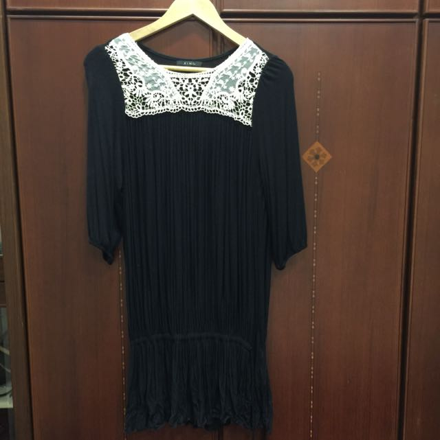 XING 黑色細摺縮口洋裝