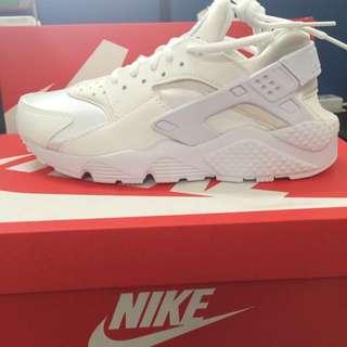 白武士 Nike Air Huarache Run