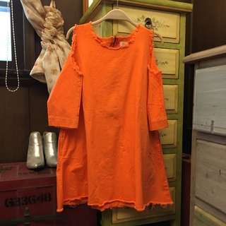 橘色露肩洋裝