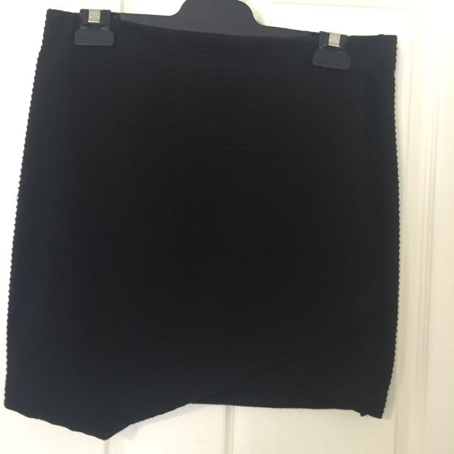 Black Crossover Ribbed Skirt Size Medium
