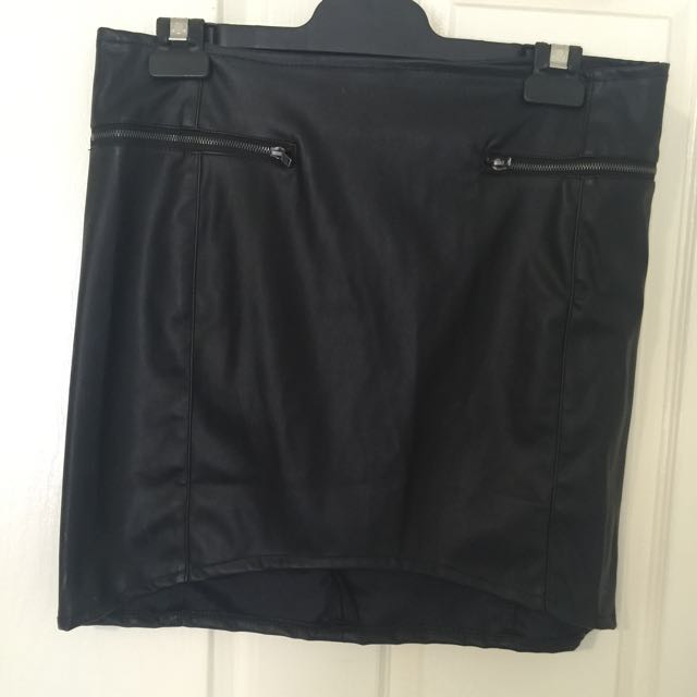Curved Hem Leather Look Mini Skirt Size L