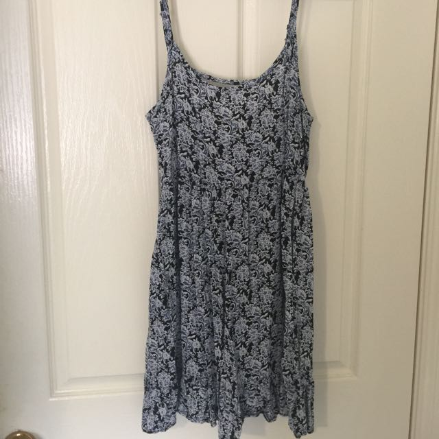 Cute Floral Flowey Blue Dress With Cut Out Back Size 10
