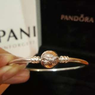 出售全新 潘朵拉 PANDORA 美國限定蝴蝶結鋯石硬環 590724CZ (情人節禮物,手環盒,紙袋)
