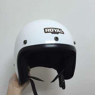 白色半罩安全帽