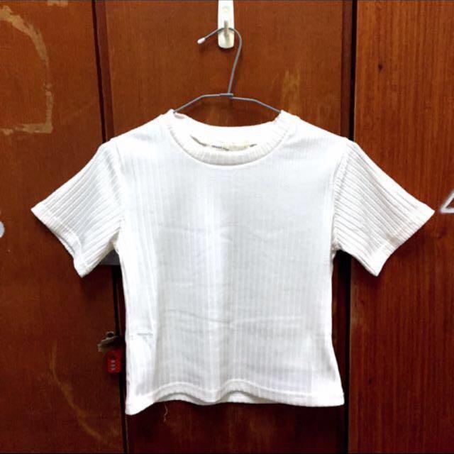 代po 壓紋白色短款上衣