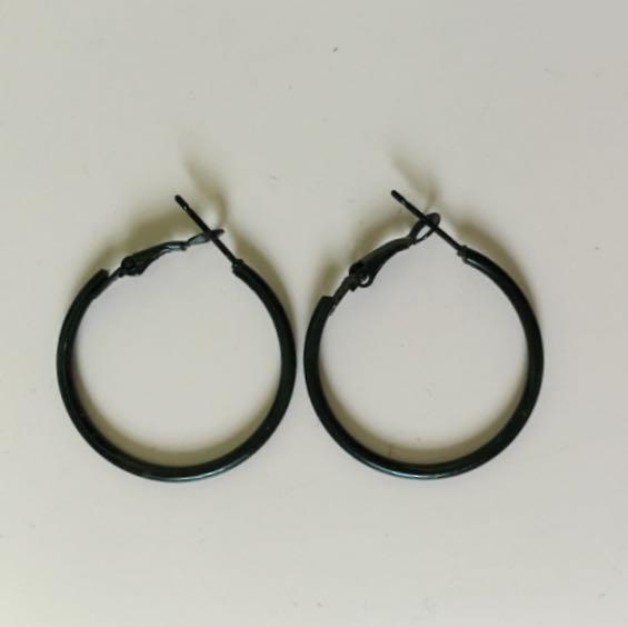 黑色圓形耳環(細)