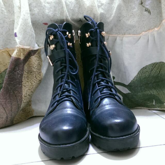 深藍色軍靴