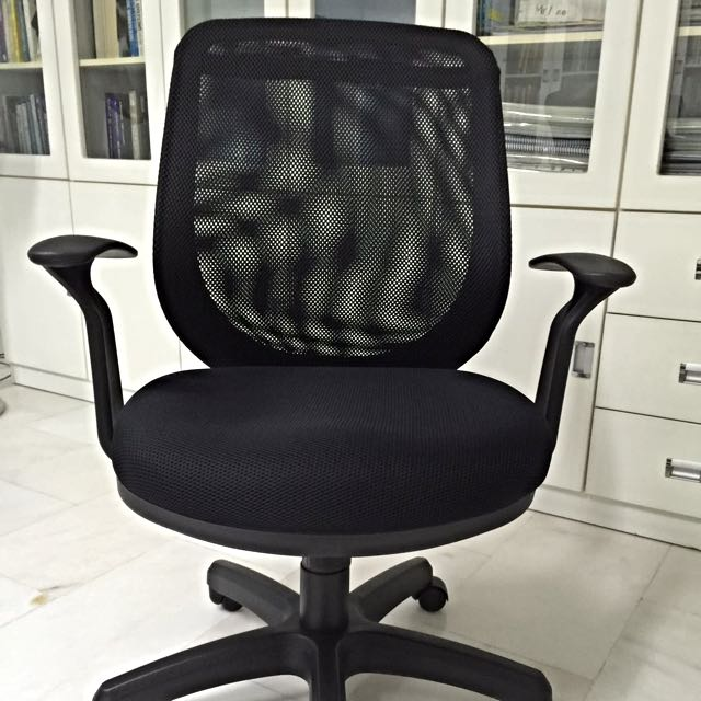 Office Chair With Good Cushioning.