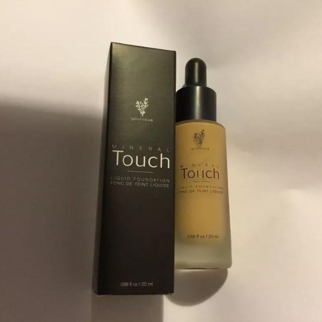 Younique Liquid Foundation Velour