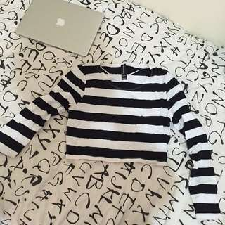 black and white long sleeved crop